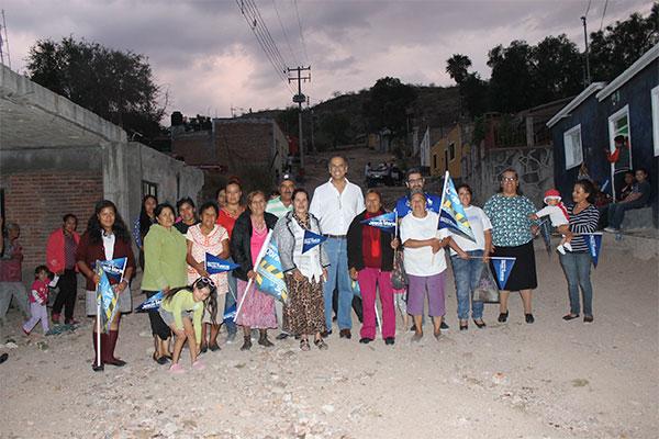Lleva Municipio de Jesús María Banquetas y Guarniciones a Los Arquitos