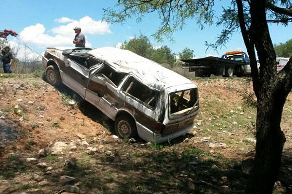 Familia de Aguascalientes Sufre Volcadura en Zacatecas