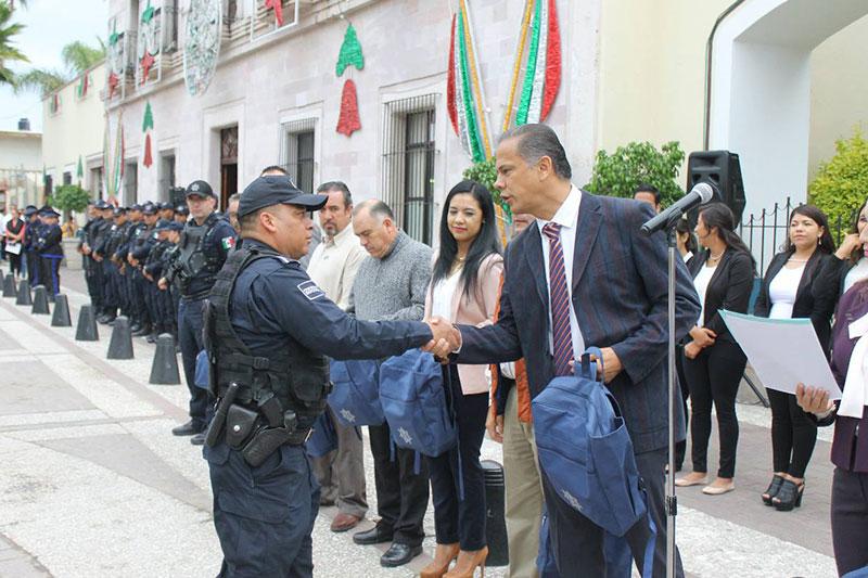 Entregó Antonio Arámbula Equipamiento a Policías de Jesús María