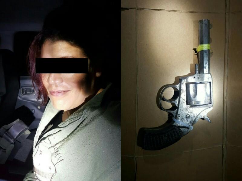 Detienen a Mujer con Revolver Dentro de Cantina en Tepezalá