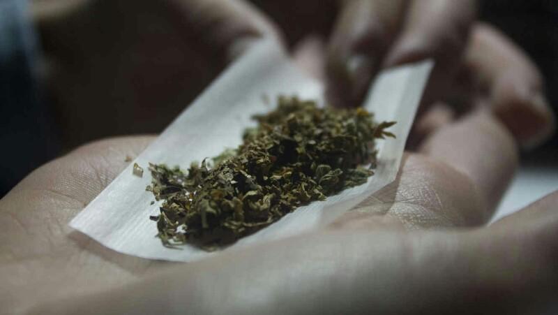 Soldados Aseguran 15 Kilos de Marihuana en Paquetería DHL