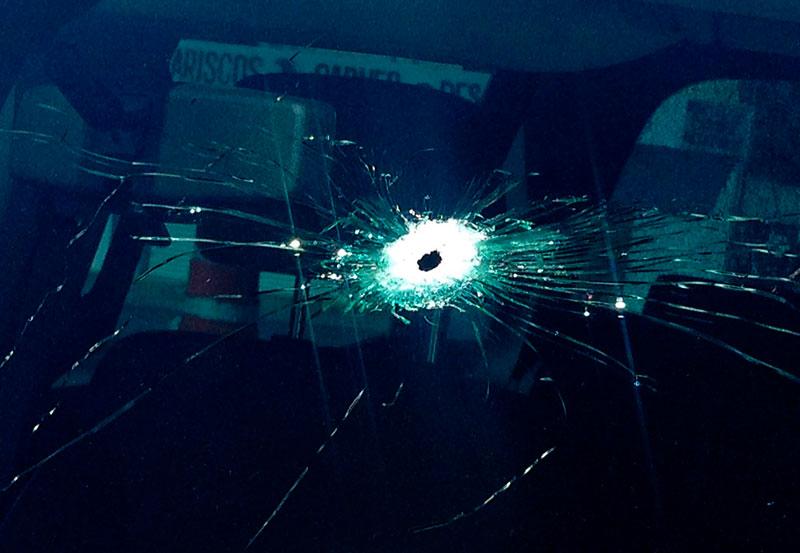 Conductor es Herido de Bala en Fuego Cruzado en Carretera de Zacatecas
