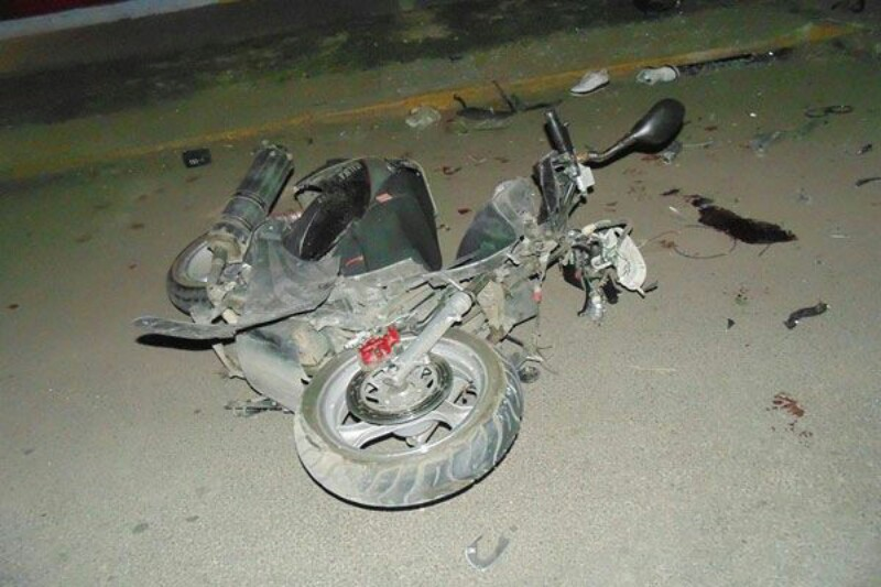 Mujer en Camioneta Atropella y Mata a Motociclista