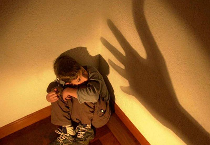 Adolescente Abusó Sexualmente de dos Niños de Seis y Siete Años