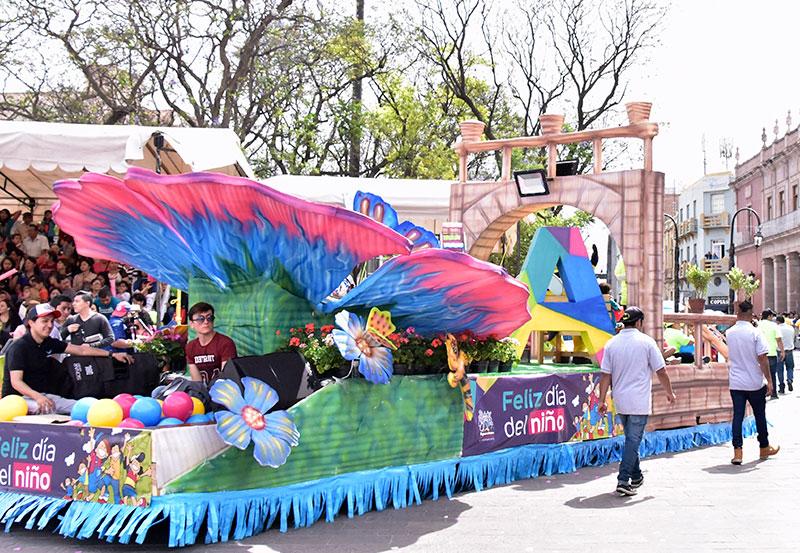 Tere Jiménez Asistió al Desfile de Primavera