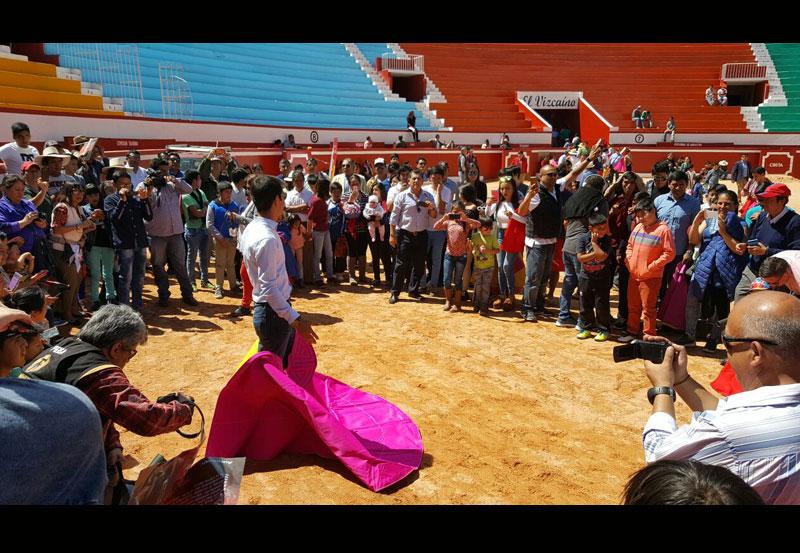 """""""El Cejas"""" Promueve la Fiesta Brava en Perú"""