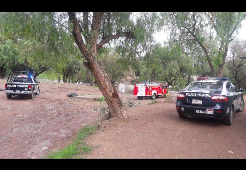 Camioneta Intentó Cruzar por el Río San Pedro y se Convirtió en Submarino
