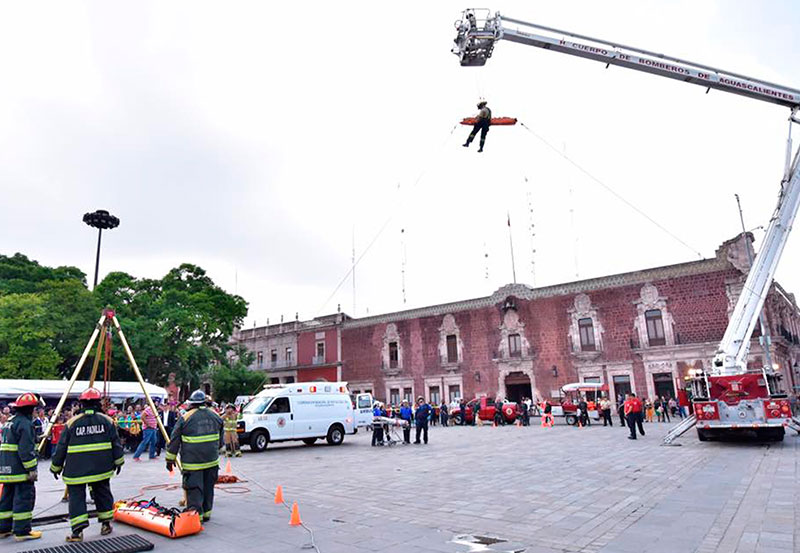 Tere Jiménez Reconoce Labor y Compromiso de Bomberos Municipales