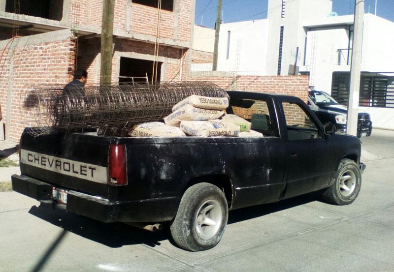 Encuentran Camioneta con Reporte de Robo Cargada de Material Para Construcción