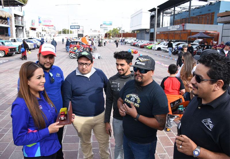 Tere Jiménez Contribuyo al Kilómetro del Juguete