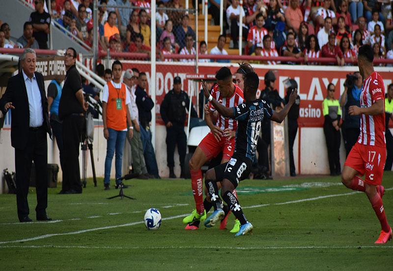 """Los Rayos del Necaxa Recibieron dos Goles de """"Vestidor"""" y Terminaron Cayendo Ante Gallos de Querétaro por Marcador de 3 a 2"""