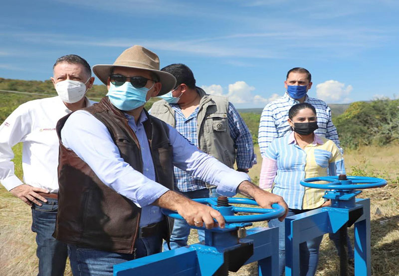 MOS Fortalece Trabajos de Entubamiento de Canales en Presas del Estado